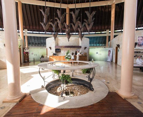 grand palladium palace resort reviews