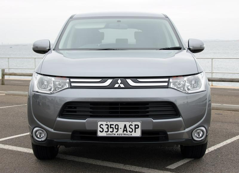 mitsubishi outlander 7 seater review 2013